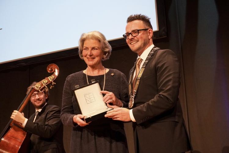 Karin Saeger und Oberbürgermeister der Stadt Pforzheim Peter Boch ©Stadt Pforzheim